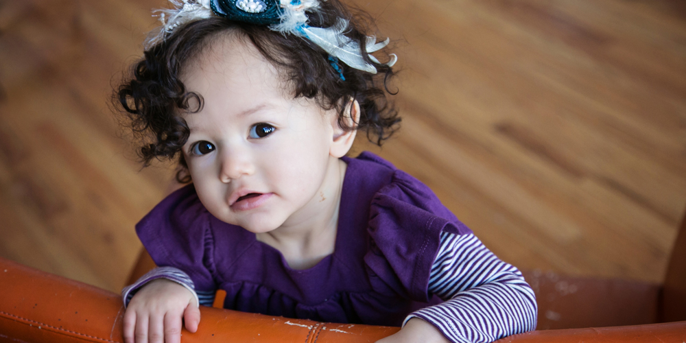 toddler on orange chair - denver baby photographer contemporary expressions photography