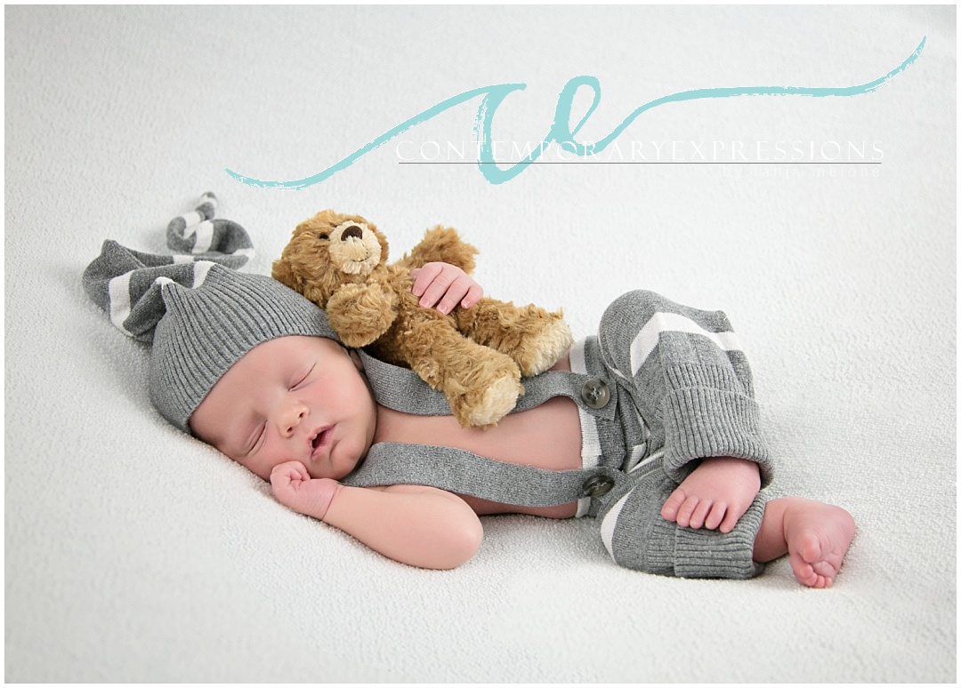 newborn photography-newbornphotographer-newborn-babyboy-photos-green-gray-white