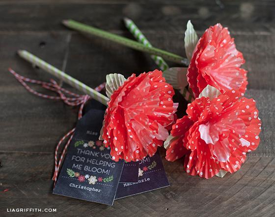 diy-paper-flowers-cupcake-liners